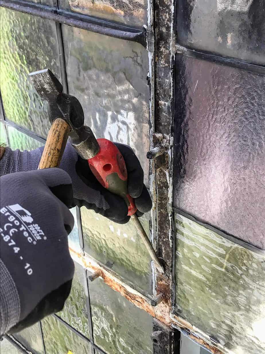 Renoverar fönster i Vaxholms kyrka, del 2